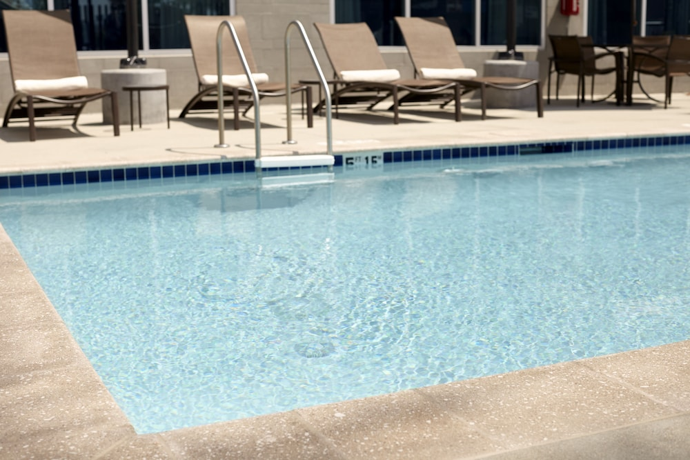 Outdoor Pool, Hyatt Place Oklahoma City Airport