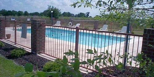 Outdoor Pool, GuestHouse Dothan