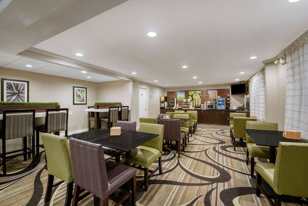 Breakfast Area, La Quinta Inn & Suites by Wyndham Cleveland Macedonia