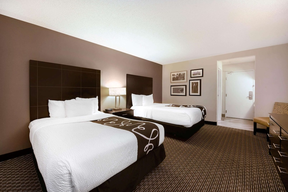 Room, La Quinta Inn & Suites by Wyndham Cleveland Macedonia
