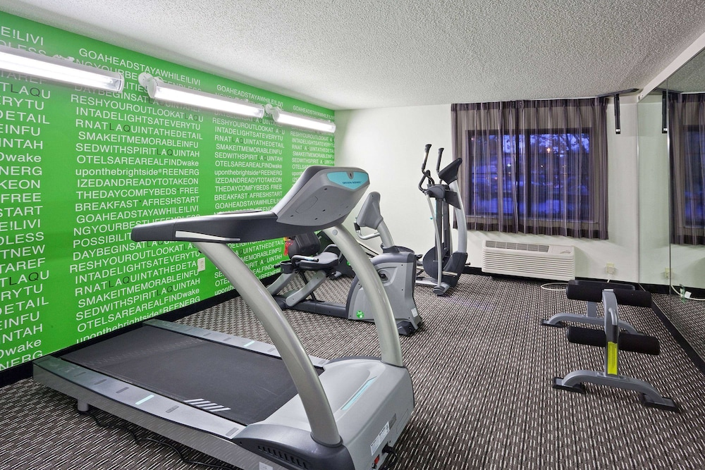 Fitness Facility, La Quinta Inn & Suites by Wyndham Cleveland Macedonia