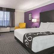 La Quinta Inn & Suites by Wyndham Detroit Utica