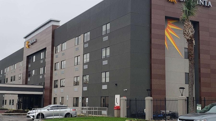 La Quinta Inn & Suites by Wyndham Houston NW Brookhollow