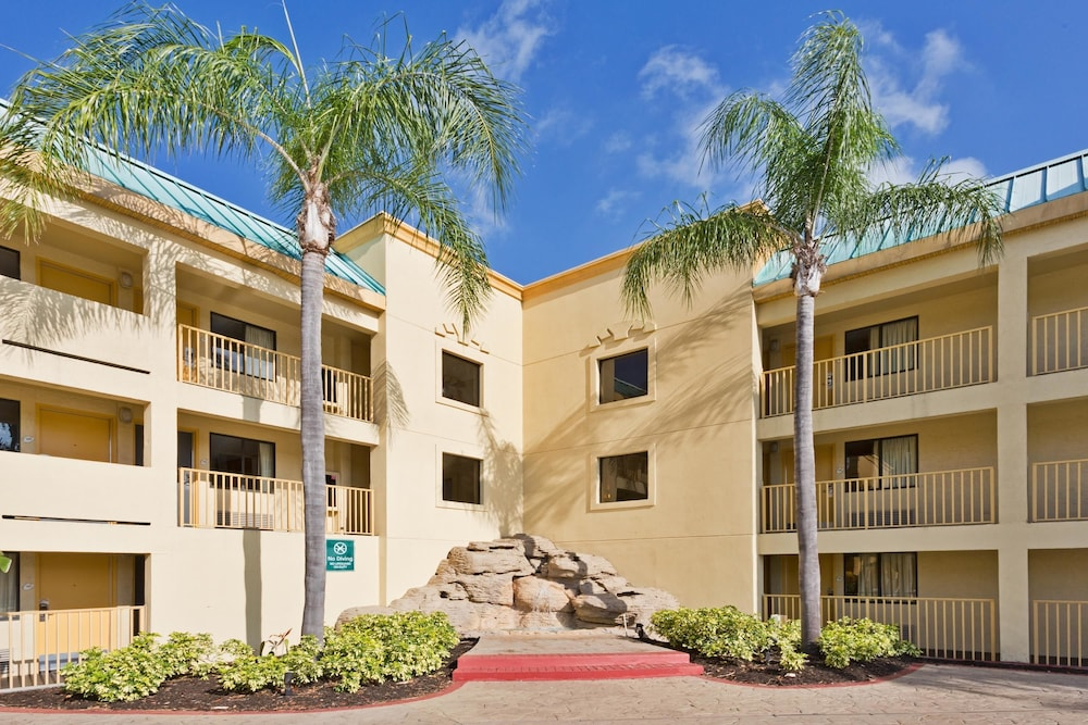Book La Quinta Inn Tampa Near Busch Gardens Tampa Usa Tampa Hotel Deals