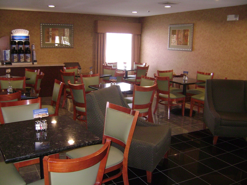 Restaurant, Holiday Inn Express Hotel & Suites Wilson - Hayes Place