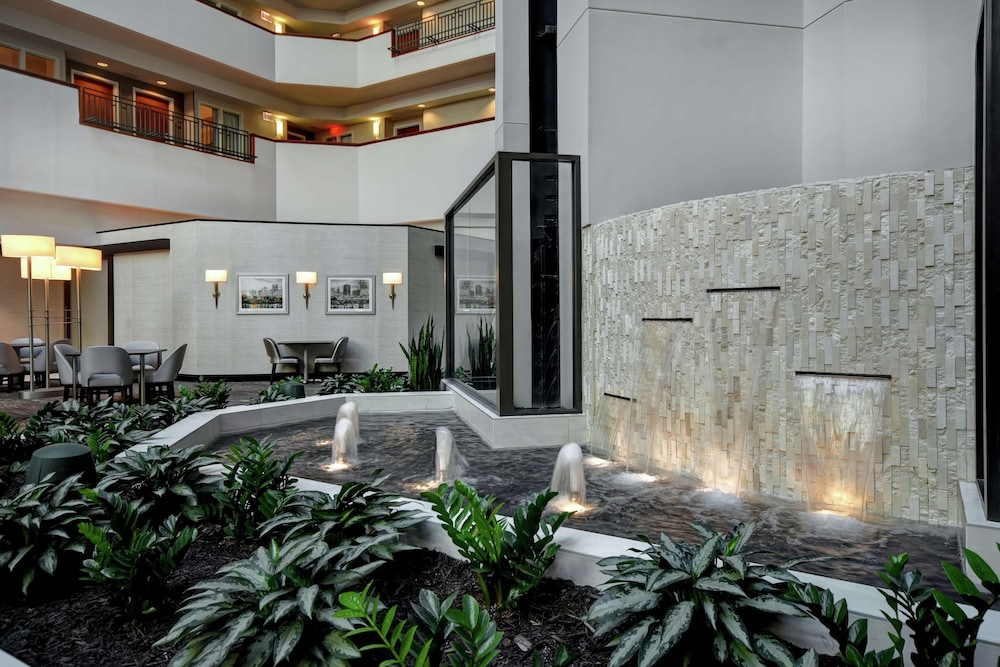 Lobby, Embassy Suites Little Rock