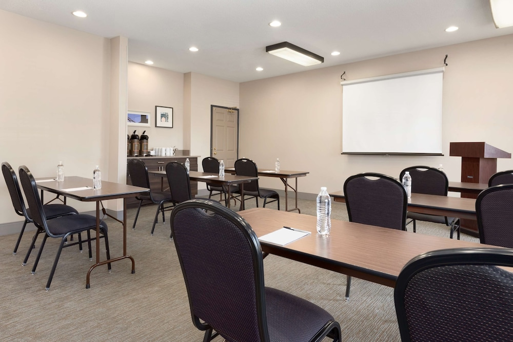 Meeting Facility, Country Inn & Suites by Radisson, Romeoville, IL
