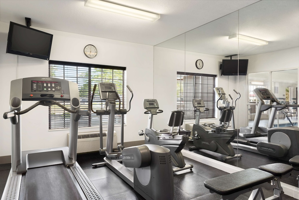 Fitness Facility, Country Inn & Suites by Radisson, Romeoville, IL