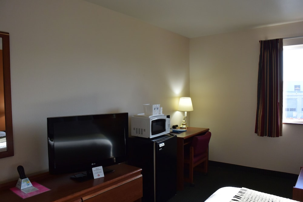 In-Room Business Center, Travelodge Suites by Wyndham Newberg