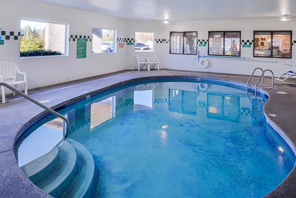 Indoor Pool, Travelodge Suites by Wyndham Newberg
