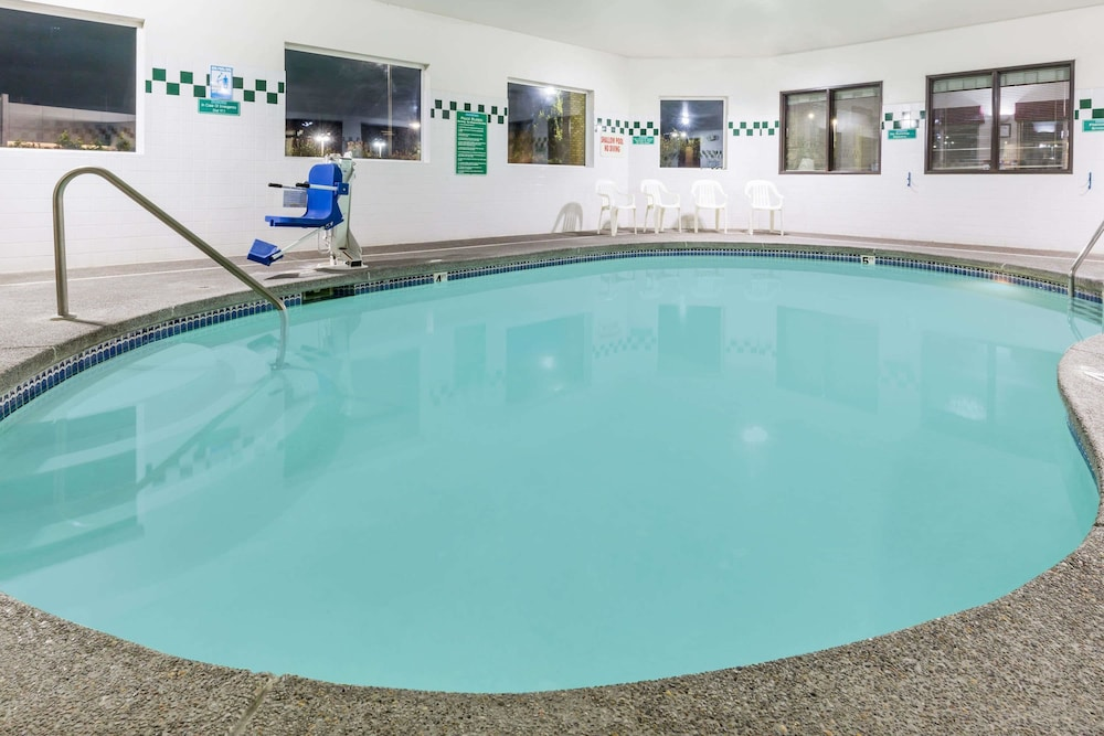 Pool, Travelodge Suites by Wyndham Newberg