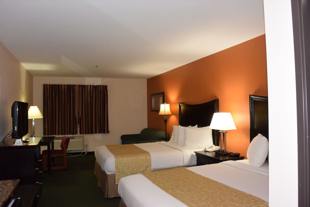 Room, Travelodge Suites by Wyndham Newberg