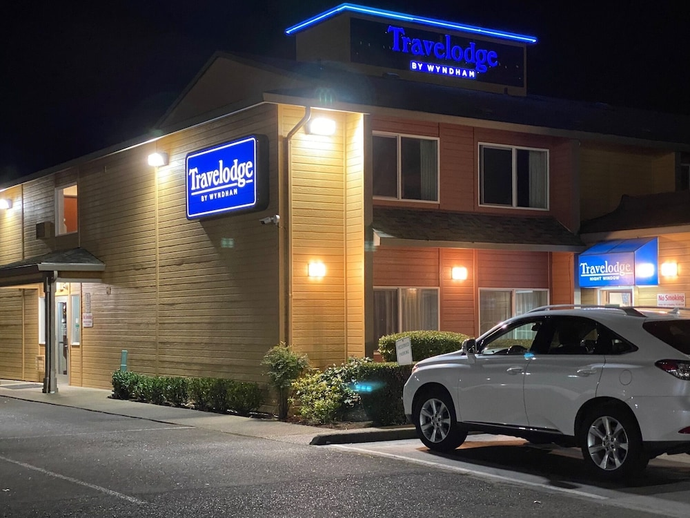 Front of Property - Evening/Night, Travelodge Suites by Wyndham Newberg