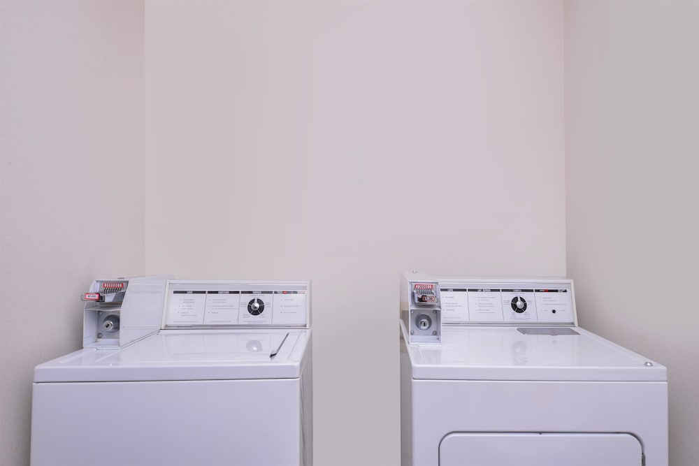 Laundry Room, Travelodge Suites by Wyndham Newberg