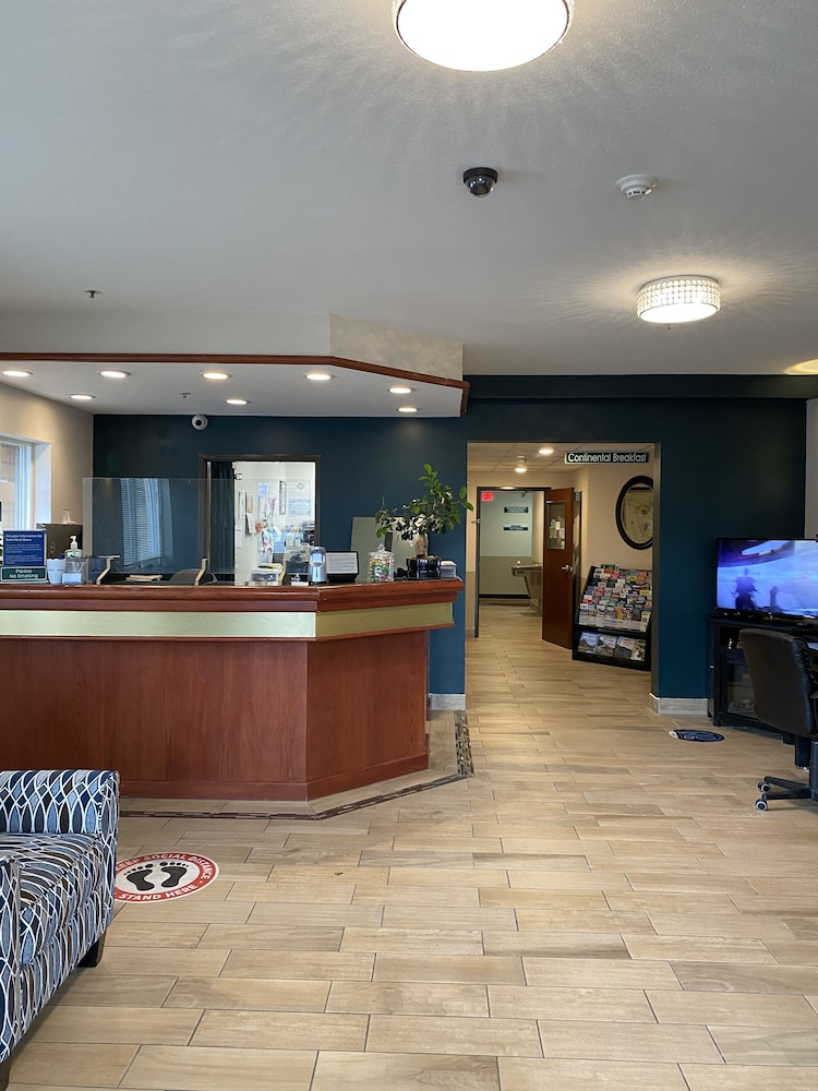 Reception, Travelodge Suites by Wyndham Newberg