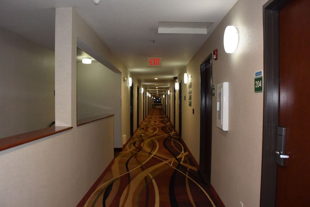 Hallway, Travelodge Suites by Wyndham Newberg