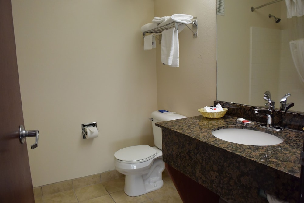 Bathroom, Travelodge Suites by Wyndham Newberg