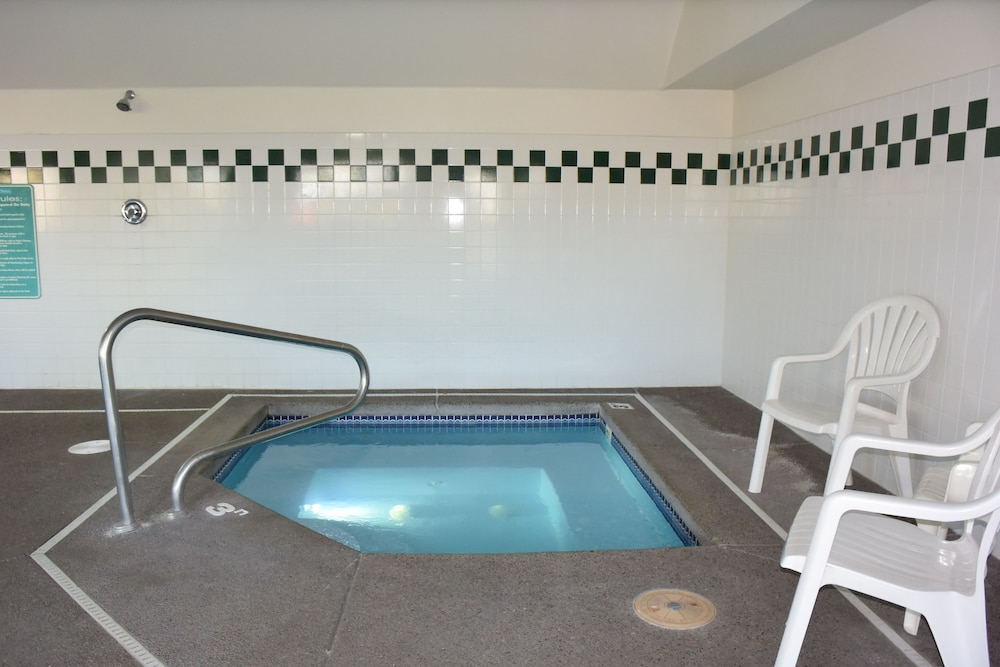 Indoor Spa Tub, Travelodge Suites by Wyndham Newberg
