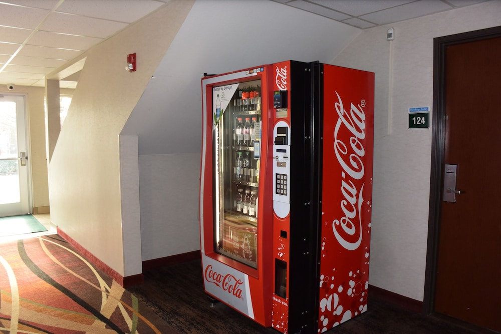 Vending Machine, Travelodge Suites by Wyndham Newberg