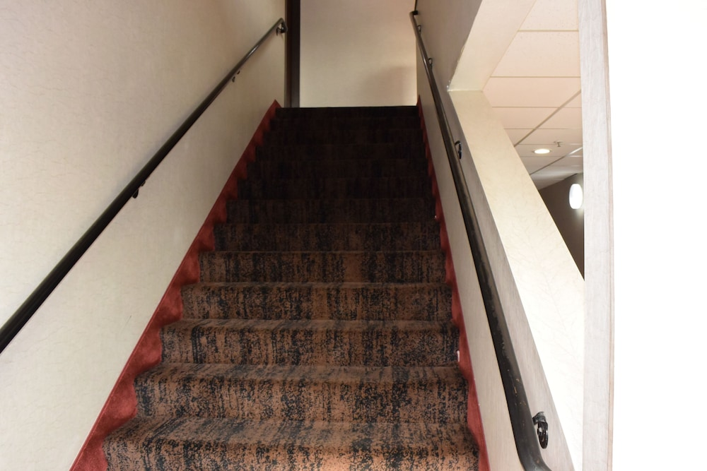 Staircase, Travelodge Suites by Wyndham Newberg