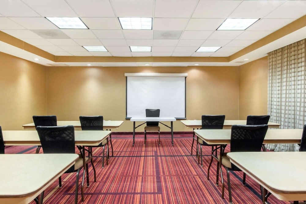 Meeting Facility, La Quinta Inn & Suites by Wyndham Raleigh Cary