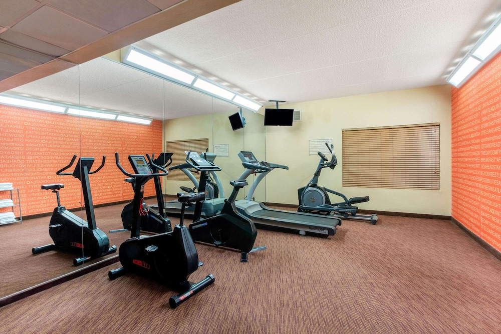 Fitness Facility, La Quinta Inn & Suites by Wyndham Raleigh Cary