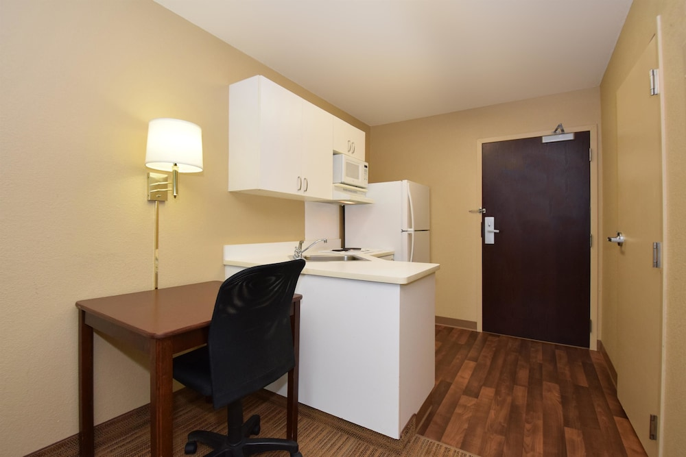 Living Area, Extended Stay America - Kansas City - Overland Park