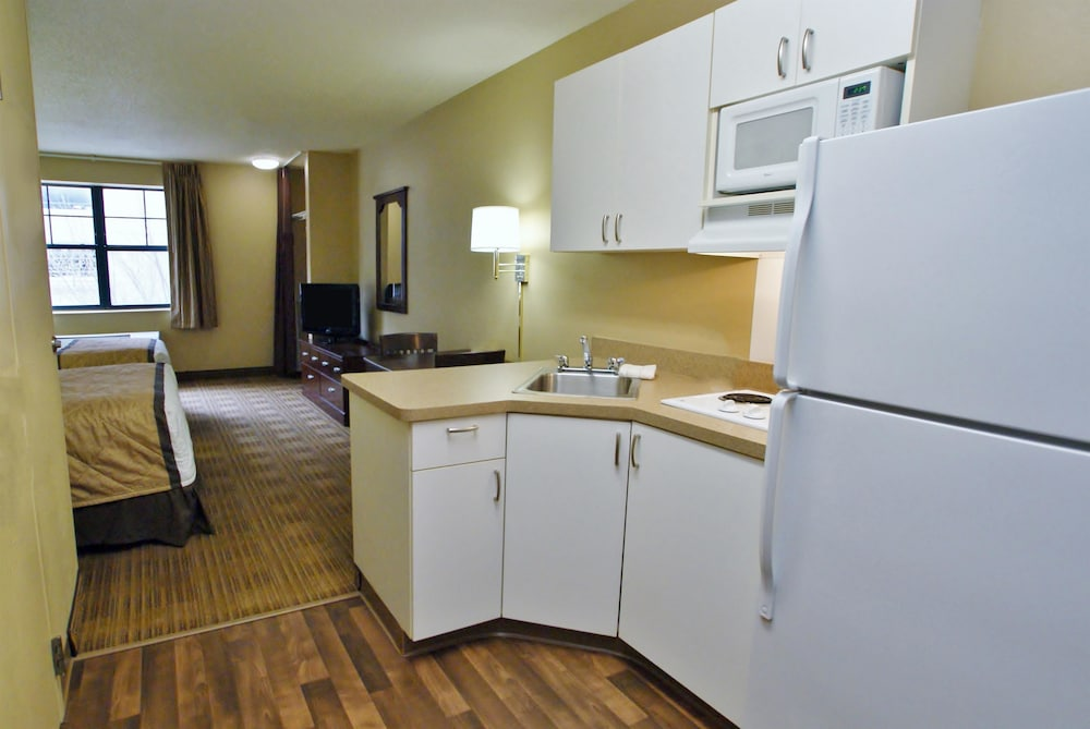 Private Kitchenette, Extended Stay America - Kansas City - Overland Park