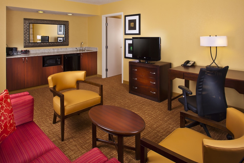 Living Area, Courtyard by Marriott Birmingham Colonnade/Grandview