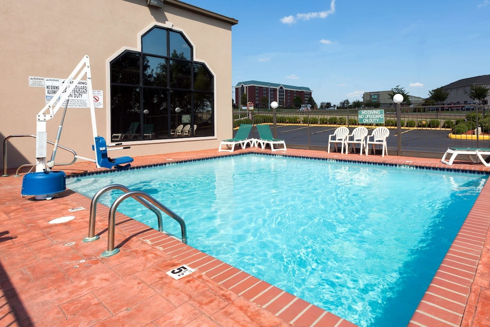 Pool, Baymont by Wyndham Horn Lake Southaven