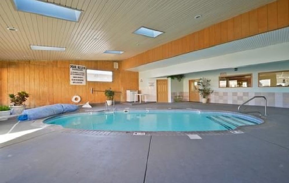 Indoor Pool, Americas Best Value Inn Marion, IL