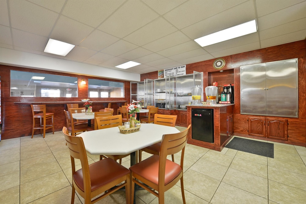 Breakfast Area, Americas Best Value Inn Marion, IL