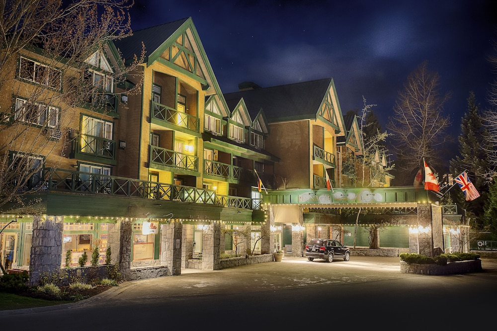 Front of Property - Evening/Night, Pinnacle Hotel Whistler Village
