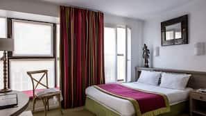 Een kluis op de kamer, een bureau, geluiddichte muren, gratis wifi