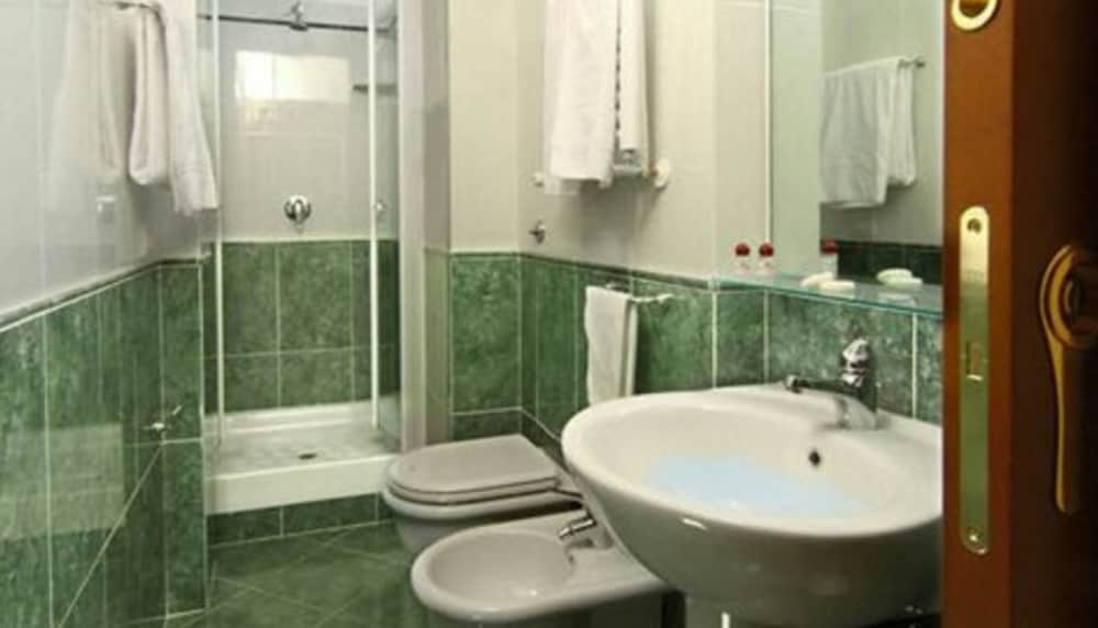 Bathroom, Hotel Colosseum