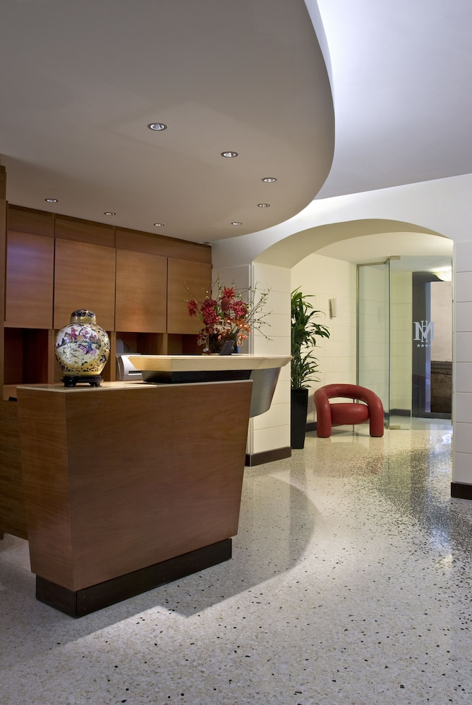 Concierge Desk, Hotel Memphis