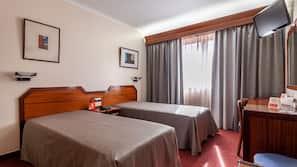 Caja fuerte, cortinas opacas, sistema de insonorización y wifi gratis