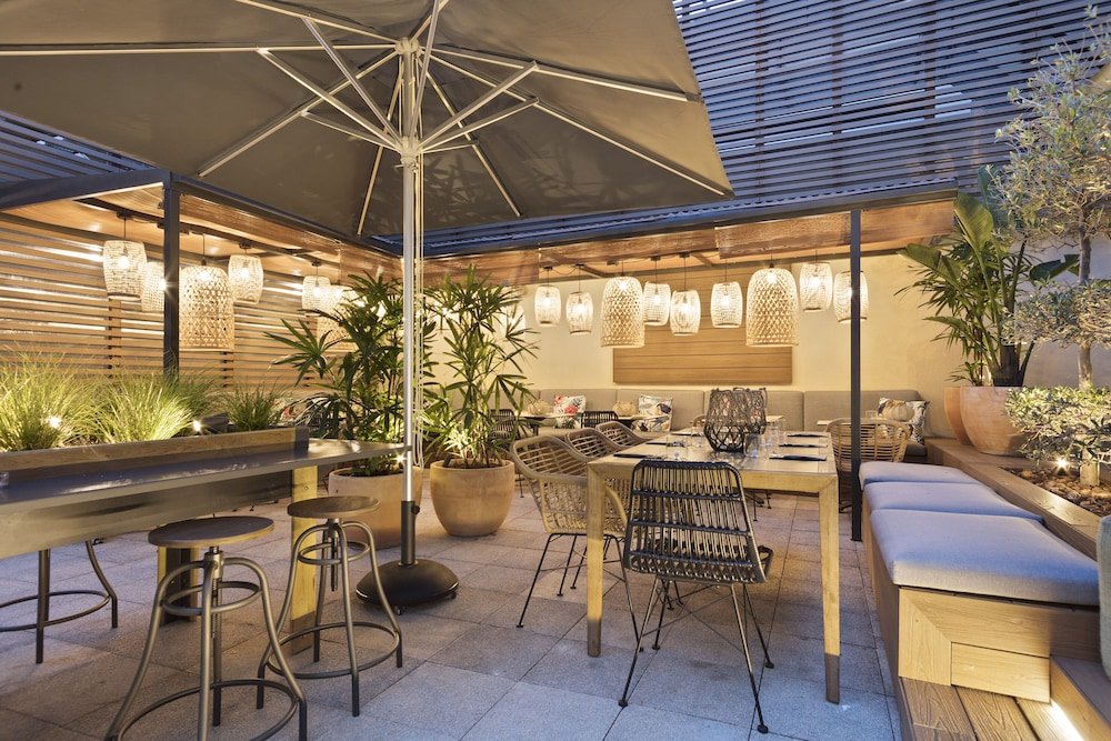 Outdoor Dining, TRYP Barcelona Apolo Hotel