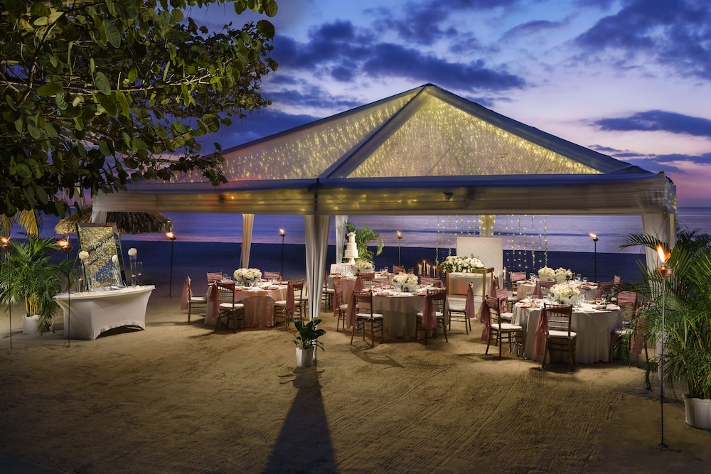 Outdoor Wedding Area, Couples Swept Away All Inclusive