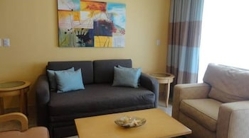 Premium Suite, 1 Bedroom, Garden View (Premium Master Suite) - Living Area