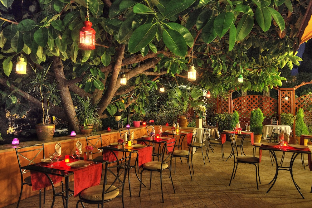 Outdoor Dining, Anis Hotel