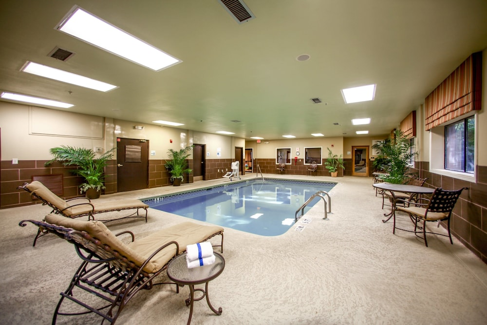 Pool, Holiday Inn Express Atlanta - Emory University Area, an IHG Hotel