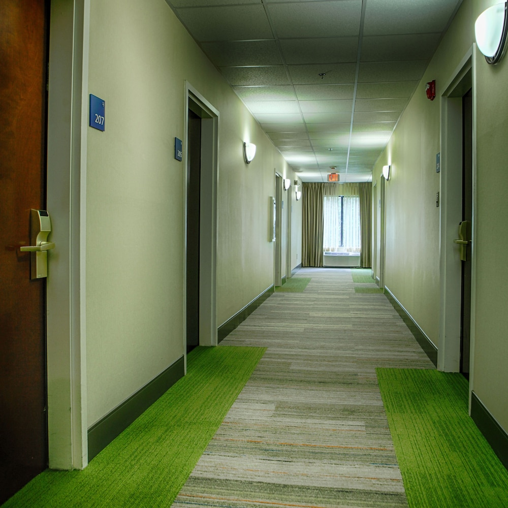 Interior, Holiday Inn Express Atlanta - Emory University Area, an IHG Hotel