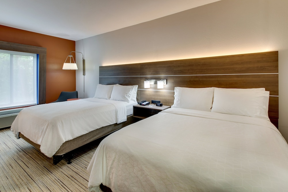 Room, Holiday Inn Express Atlanta - Emory University Area, an IHG Hotel