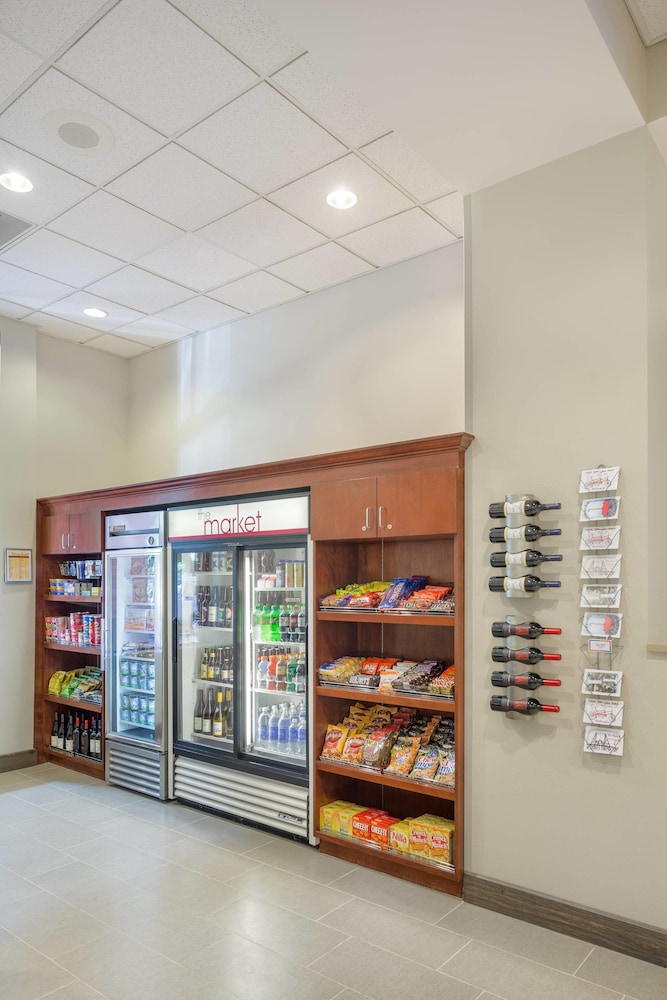 Gift Shop, Residence Inn by Marriott Portland Downtown/RiverPlace