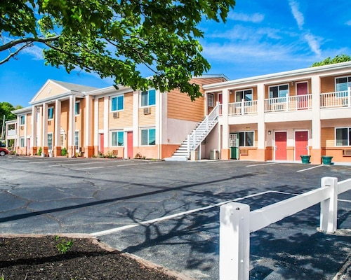 Check Expedia for Availability of Rodeway Inn Middletown