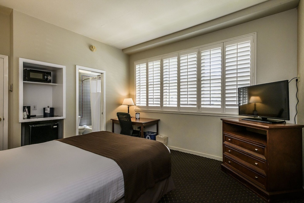 Room, Lions Gate Hotel, Trademark Collection by Wyndham