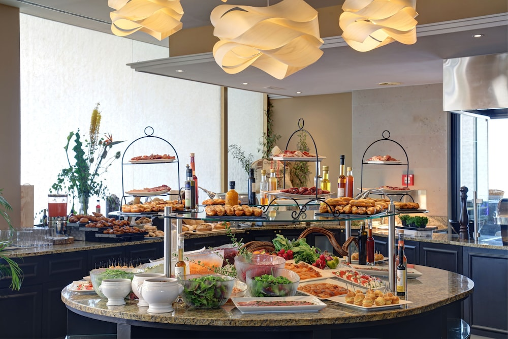 Breakfast buffet, Le Mirador Resort & Spa