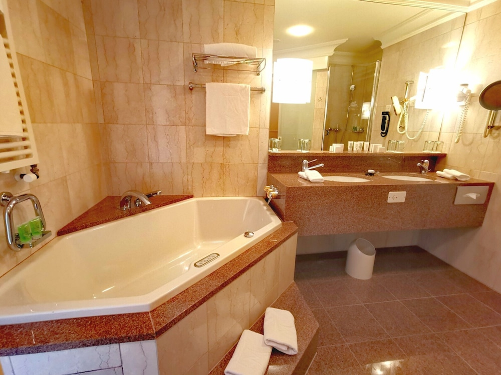 Bathroom, Le Mirador Resort & Spa