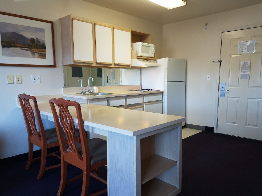 Private Kitchen, InTown Suites Colorado Springs